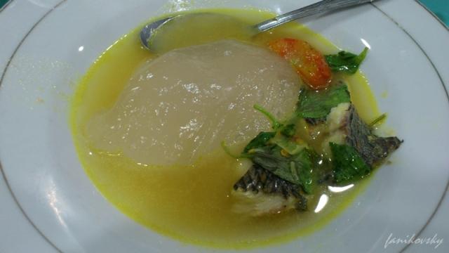 Papeda dengan kuah ikan kuning